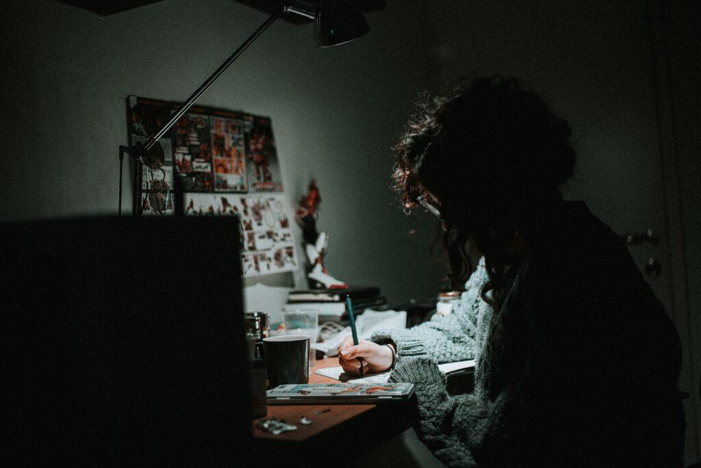 Zmęczenie i brak zrozumienia w pracy freelancera